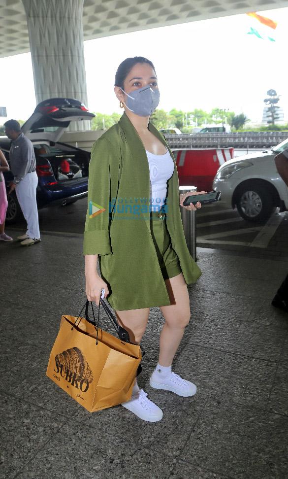Photos Urvashi Rautela, Tamannaah Bhatia and Gurdas Maan snapped at the airport (5)