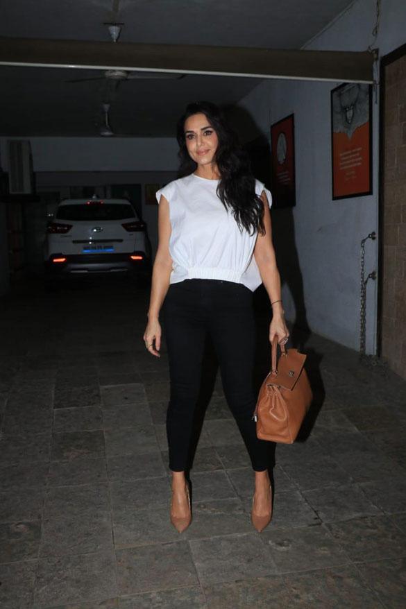 Preity Zinta spotted in Bandra (1)