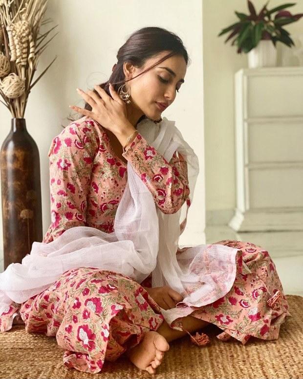 Qubool-Hai-actress-Surbhi-Jyoti-shares-a-graceful-desi-avatar-in-a-beautiful-floral-printed-kurta-set-1.jpg
