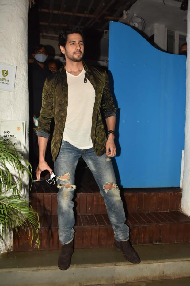 Sidharth Malhotra turns stylist for Mission Majnu wrap up party