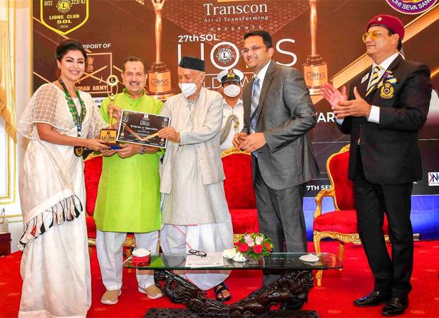 Debina Bonnerjee receives the Social Media Influencer Award at the 27th Sol Lions Gold Award 2021 thumbnail