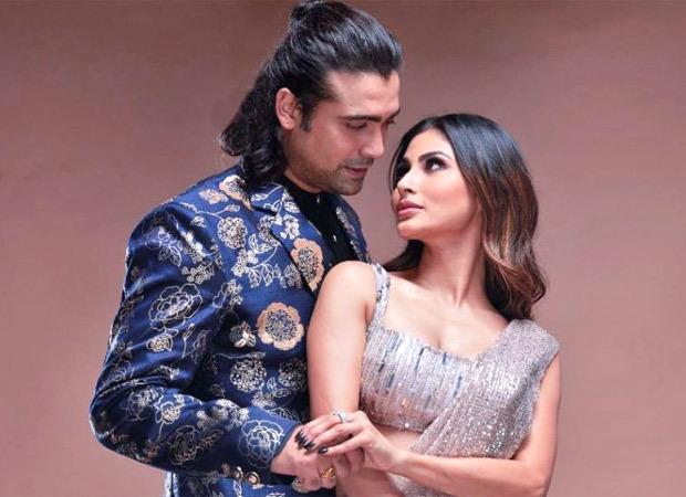 Watch: Jubin Nautiyal refuses to kiss Mouni Roy