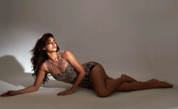 Disha Patani oozes oomph in a body-hugging dress; check out the pictures!