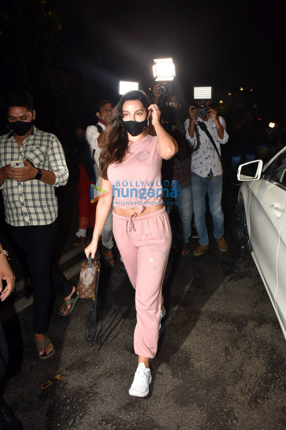 Photos Nora Fatehi snapped at a clinic in Bandra (3)