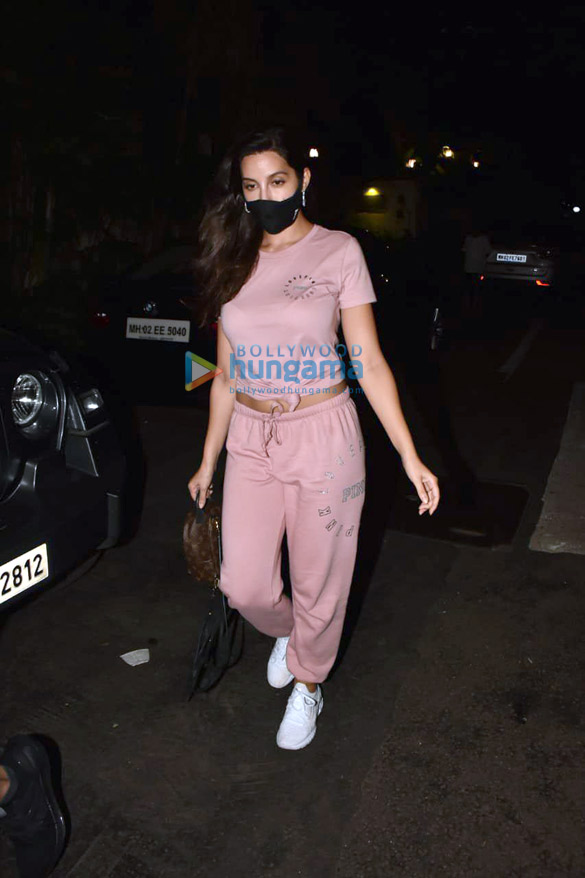 Photos Nora Fatehi snapped at a clinic in Bandra (4)