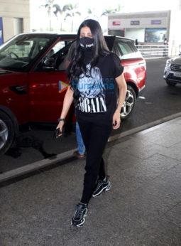 Photos: Shilpa Shetty and Shruti Haasan snapped at the airport