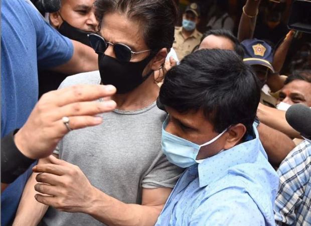 After Shah Rukh Khan visits Aryan Khan in jail, NCB arrives at Mannat : Bollywood News – Bollywood Hungama